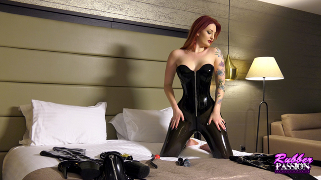 'Dressing in Latex: Series 1 – Zara Du Rose' (Pt:1)